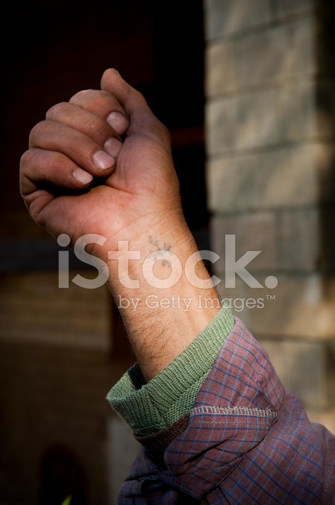 Copte Tatouage Croix Poignet De L Homme Chretien Egyptien Photos