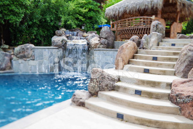 Swimmingpool MIT Wasserfall Stockfotos - FreeImages.com