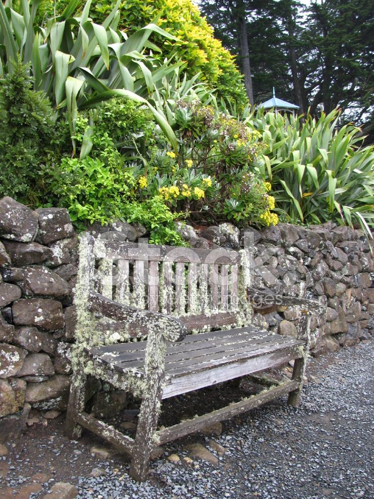 Vieux Banc De Jardin vieux banc dans un jardin photos - freeimages
