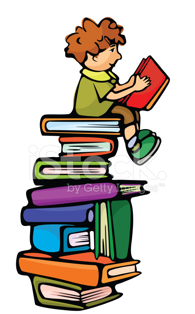 ni241o es sentado sobre los libros y leyendo el libro