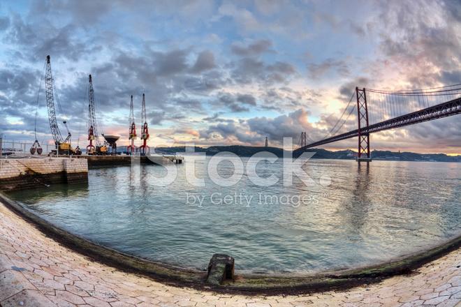 Lissabon Fluss tagus fluss bei sonnenuntergang in lissabon stockfotos freeimages com
