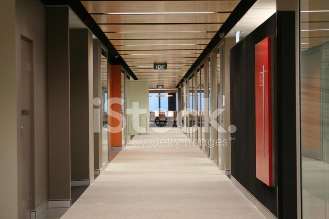 Couloir De Bureaux : Couloir d un immeuble de bureaux moderne photos freeimages