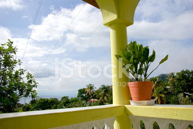 Tropischen Luxus Karibik Balkon Blumentopf Mit Blick Stockfotos