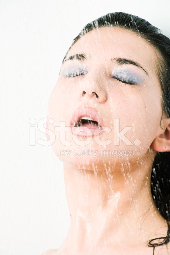 целую фото спермы на лице у женщин взяли