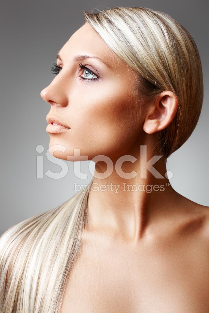 Bela Mulher Queimada Pelo Sol Com Cabelo Comprido Chique E Pele