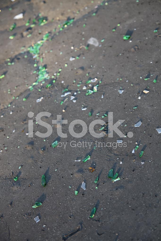 Vidrios Rotos En LA Calle Fotografías de stock - FreeImages.com