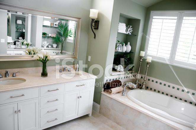 Luxuriöses Badezimmer IN Grün UND Weiß Stockfotos - FreeImages.com