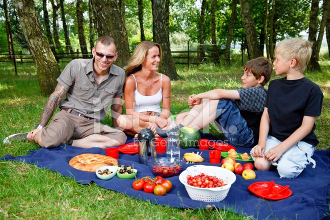 Family picnic scene stock photos for Picnic scene coloring page