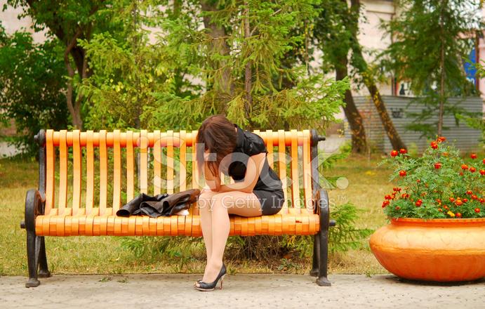 Голые на скамейке