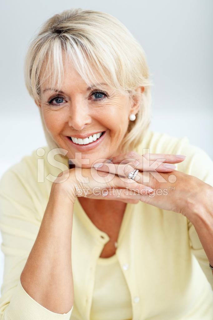 Gelukkig Volwassen Vrouw Die Lacht Met Handen Op Kin Stockfotos - Freeimagescom-5090