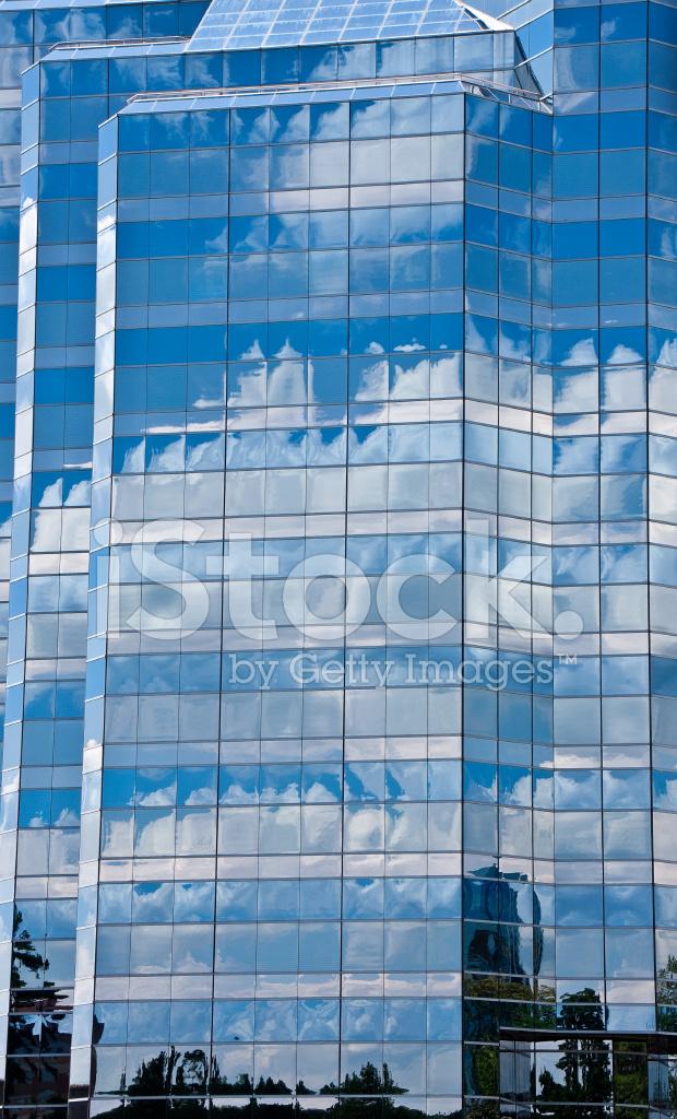 mur de verre bleu facette refl tant le ciel photos. Black Bedroom Furniture Sets. Home Design Ideas