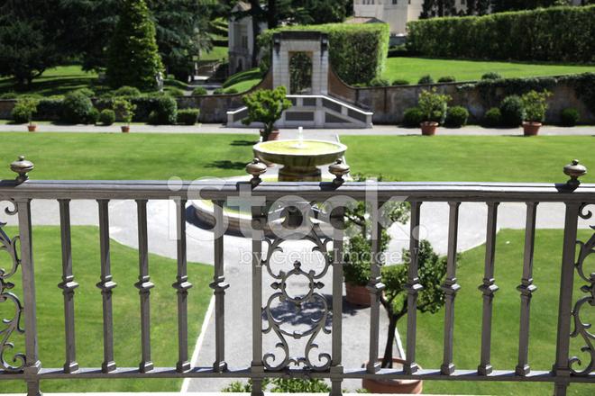 Geländer Im Garten Stockfotos Freeimagescom