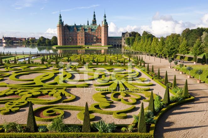 Geformte Gärten Und Schloss Frederiksborg Dänemark Stockfotos
