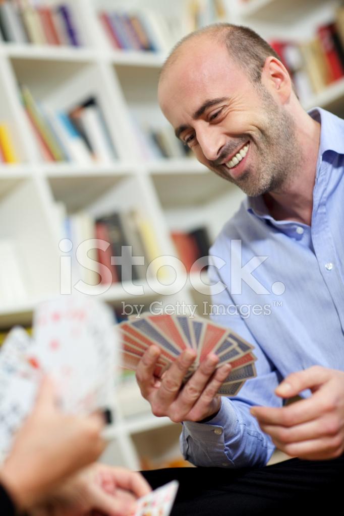 в человек карты играет