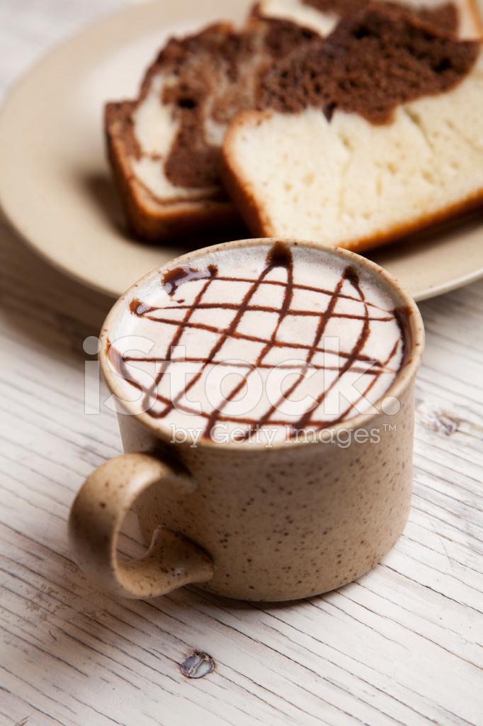 Marmor Pfund Kuchen Und Latte Stockfotos Freeimages Com