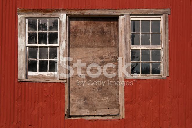 Окно в сарай