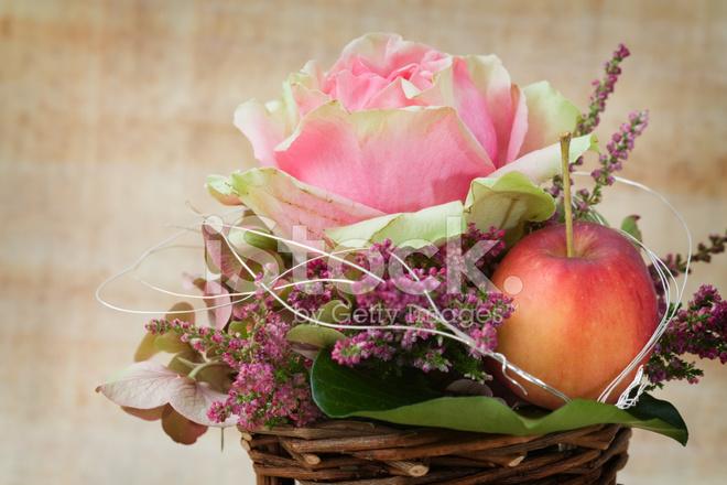 Arreglo Floral Otoñal Fotografías De Stock Freeimagescom