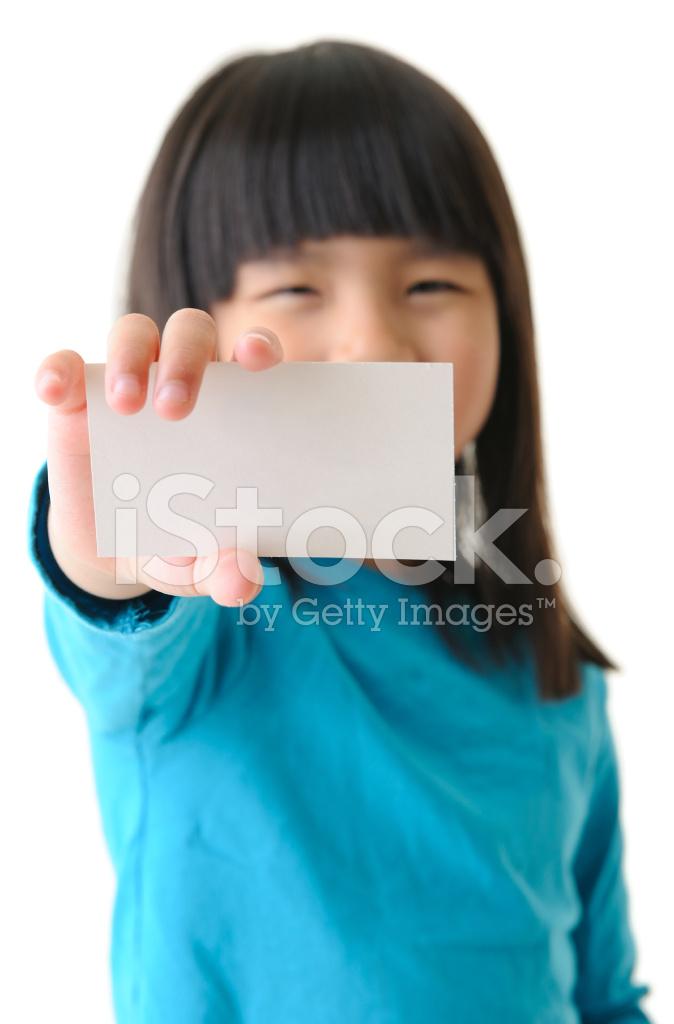 Jeune Fille Tenant La Carte De Visite Avec Impatience Vers Camra