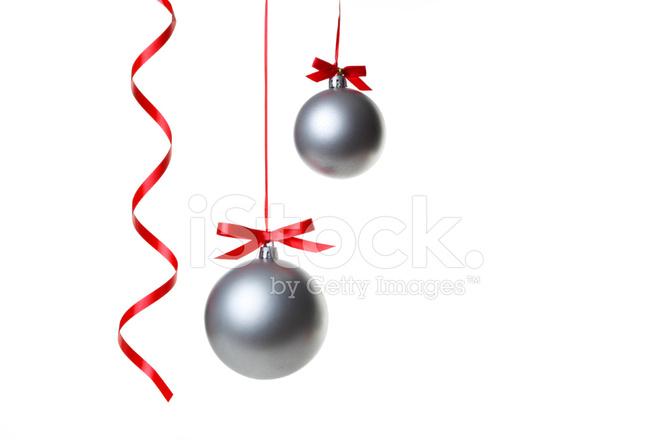 Bolas DE Navidad Colgante Con Cintas Sobre Fondo Blanco Fotografas