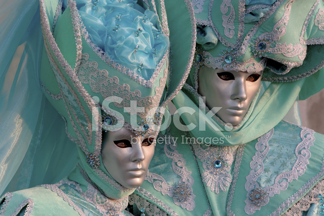 paar masken mit sch nen kost me an karneval in venedig stockfotos. Black Bedroom Furniture Sets. Home Design Ideas