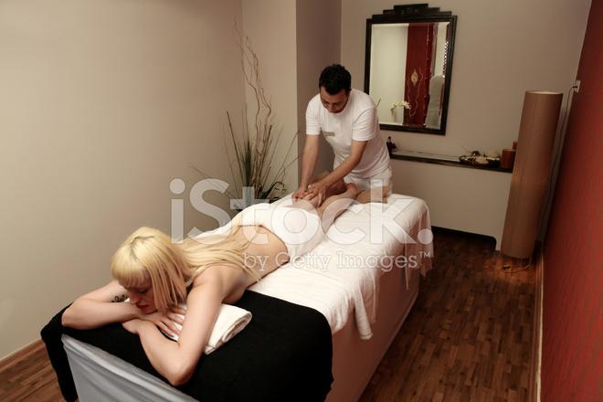 игры массажист трахает блондинку на пляже женщина достигает оргазма