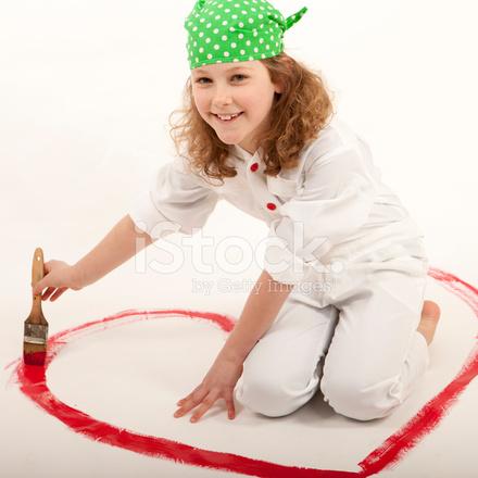Küçük Kız Kırmızı Kalp Boyama Stok Fotoğrafları Freeimagescom