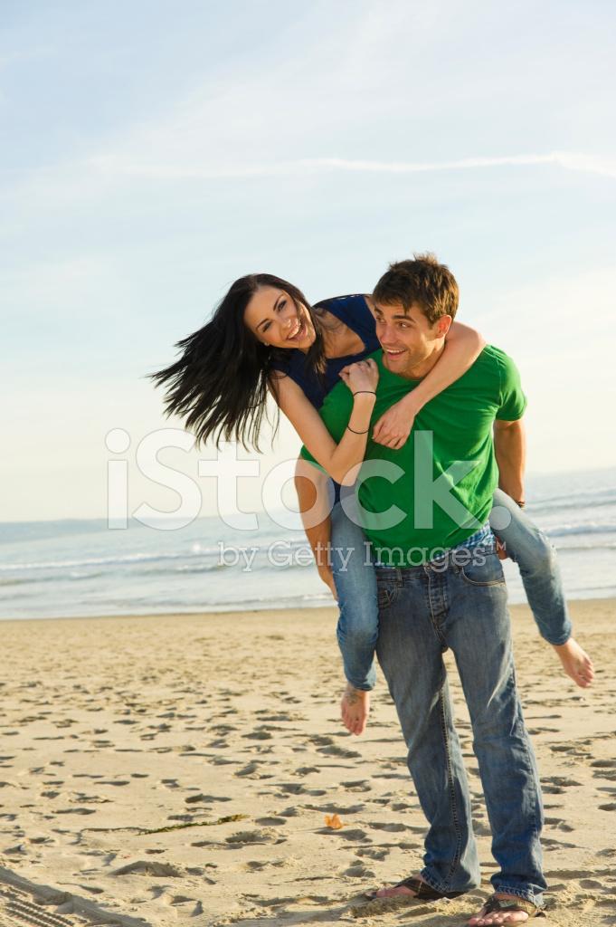 Pareja Jugando En La Playa Fotografias De Stock Freeimages Com