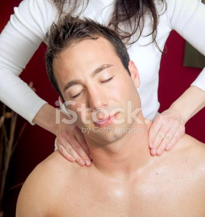 парень на массаже у парня-бр1