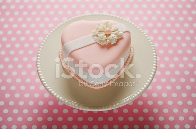 Torta A Forma Di Cuore Rosa Fotografie Stock Freeimagescom
