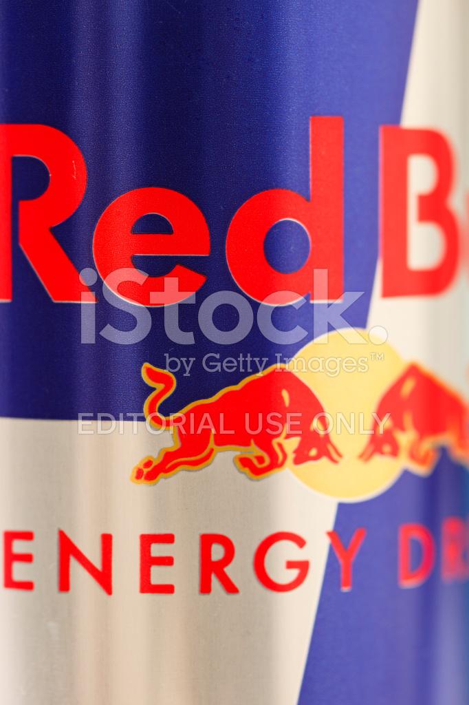 Detalhe DO Logotipo DO Touro Vermelho Em Uma Lata Fotos do acervo ... eeb154b97e9