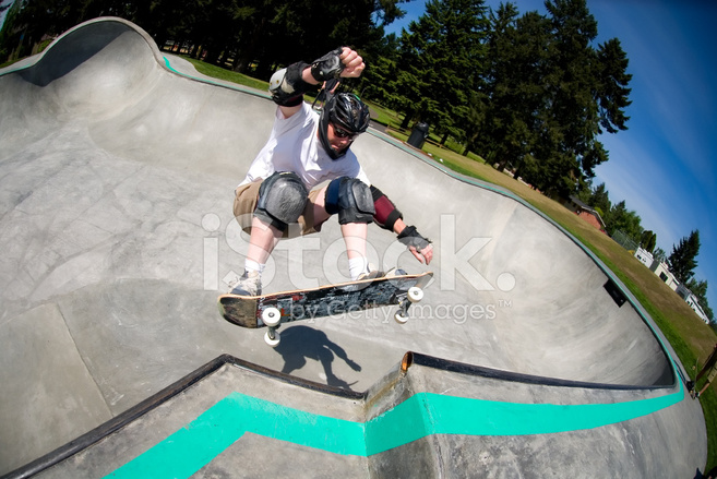 6354e835 Masculina Skatista Parque DE Skate Em Dia Ensolarado Fotos do acervo ...
