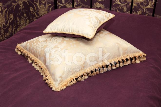Как сшить подушку с бахромой 82