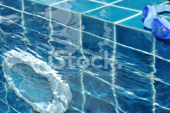 pool goggles  pool light underwater