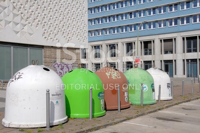 Container Gebrauchte Werfen Glas IN Auf Berliner Straße Stockfotos ...