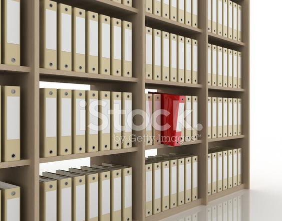 Libreria Ufficio Bianco : Raccoglitori ufficio sulla libreria isolato su bianco fotografie