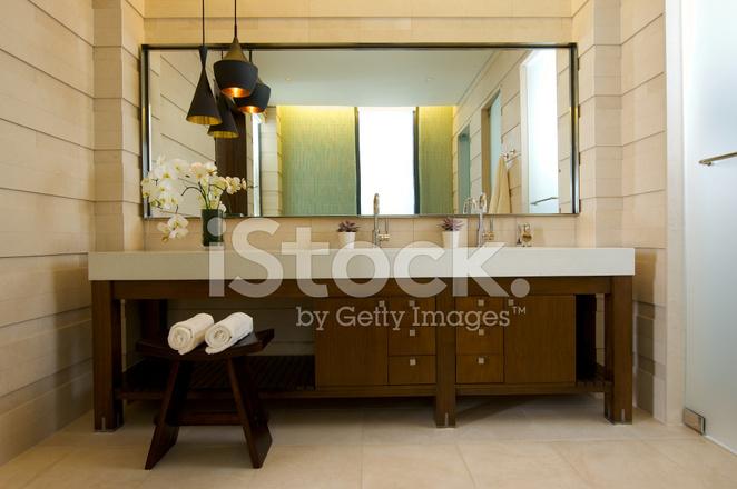 Limpiar El Cuarto DE Baño Moderno Fotografías de stock - FreeImages.com