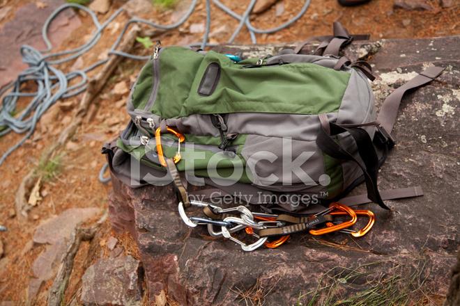 Rucksack Kletterausrüstung : Rucksack mit kletterausrüstung stockfotos freeimages