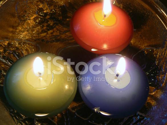 Candele galleggianti fotografie stock freeimages
