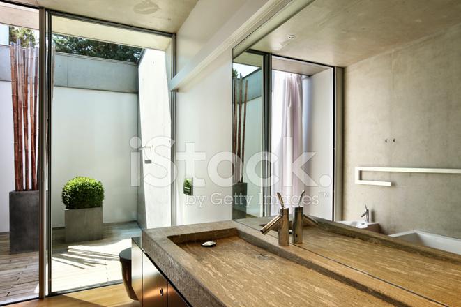 Modern huis interieur badkamer weergave stockfoto s freeimages