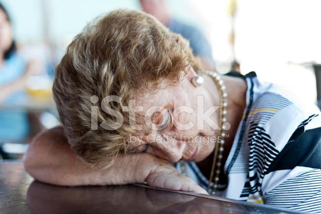 老婦人の落下の睡眠 ストックフ...