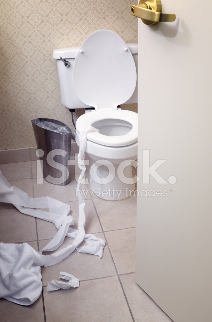 Ver Aunque Abra LA Puerta Del Cuarto DE Baño Sucio Fotografías de ...