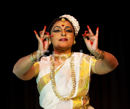 indian ladies dancing