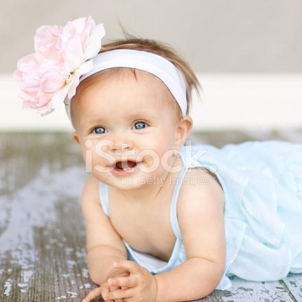 Livraison gratuite dans le monde entier détails pour qualité supérieure Bébé Fille Avec Bandeau Grande Fleur Photos - FreeImages.com