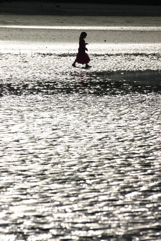 Figur Of Girl på en strand Stock-fotos - Gratis billeder Com-7119