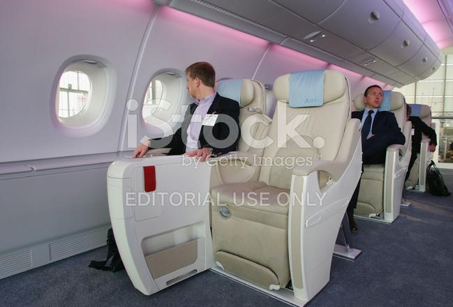 airbus zeigt interieur des den neuen airbus a 380 auf der expo 2