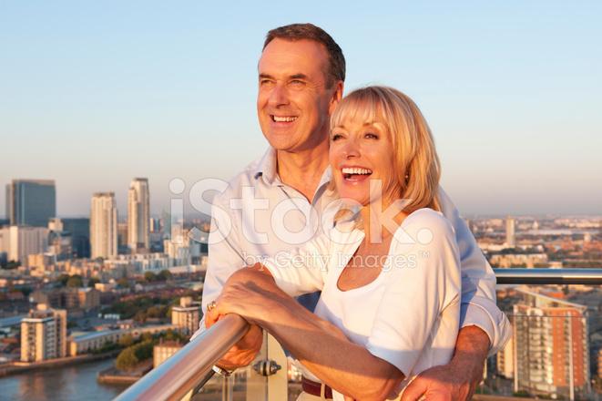 На русская балконе пара
