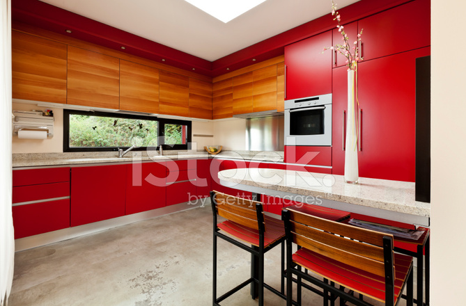 Красная кухня какие стены