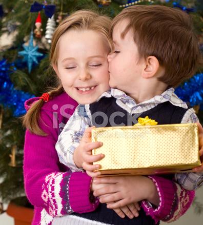 Regali Di Natale Fratello.Fratello E Sorella Con Regali Albero Di Natale Fotografie Stock