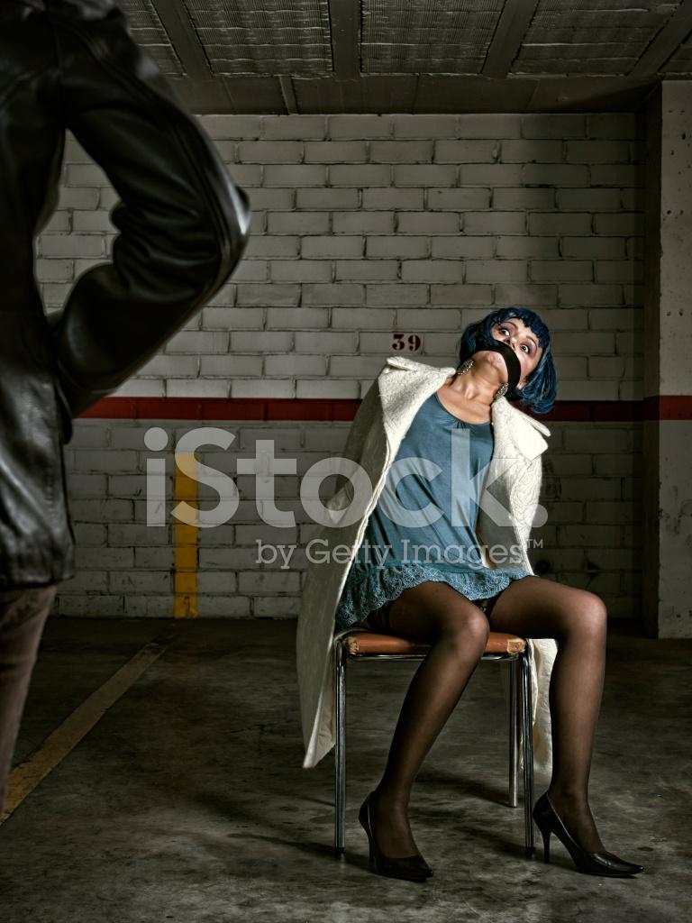 девушка привязала парня и начала снимать на камеру