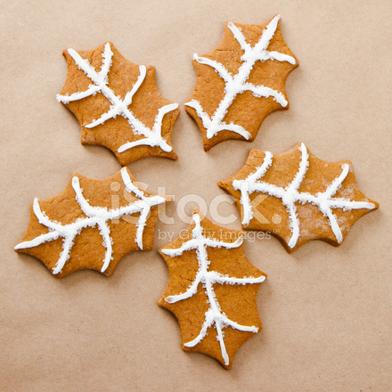 Gingerbread Holly Cookies In A Circle Stock Photos Freeimages Com